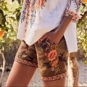 Johnny Was Imani Linen Camouflage/Floral Shorts